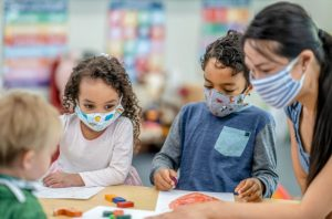 kids-in-class-with-mask